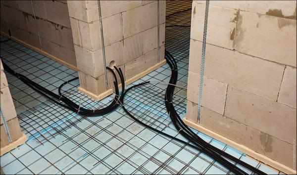 прокладка кабеля по полу в трубе ребята