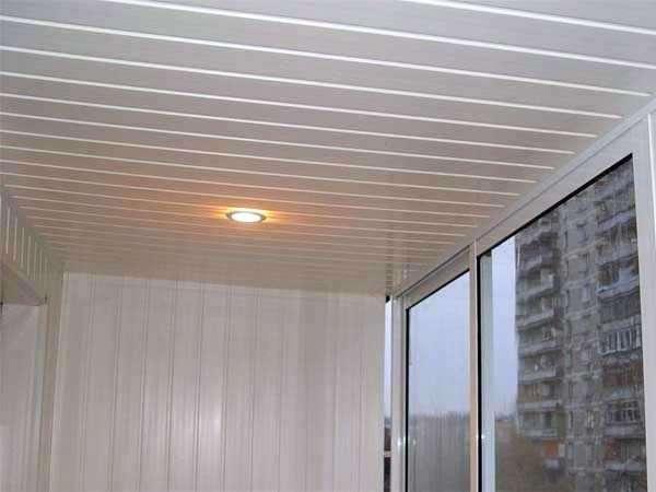 Потолок из пластиковых панелей: как крепить, выбор светильни.