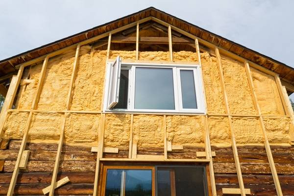 Утепление бревенчатого дома: виды утеплителя, технология внутренней и наружной теплоизоляции
